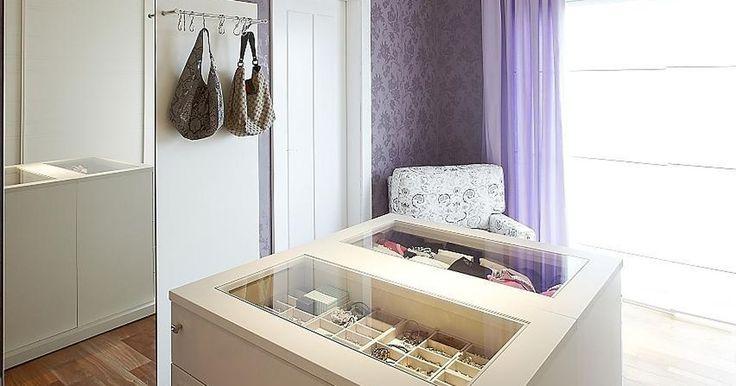Closet com papel de Parede Roxo #decor #decoração #quarto #closet #design