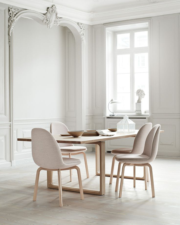 Dining Room ǁ Fritz Hansen products: Essay™ table by Cecilie Manz & Sammen™ chair by Jaime Hayon - Picture by Republic of Fritz Hansen