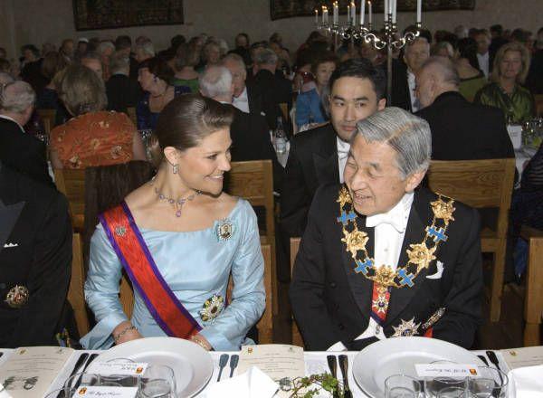 スウェーデンの古都ウプサラにあるウプサラ城での晩餐会で天皇陛下と談笑される同国のビクトリア王女(左)