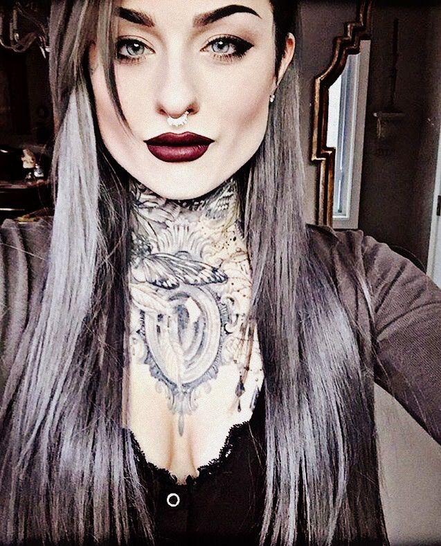 Ryan Ashley cuello tatuado