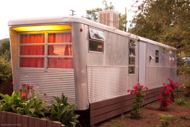 photos vintage mobile home - I mean - why not? I could sell my home, buy one of these out right and no more mortgage...And shabby it out...oh yeah - anyone with me??!!!