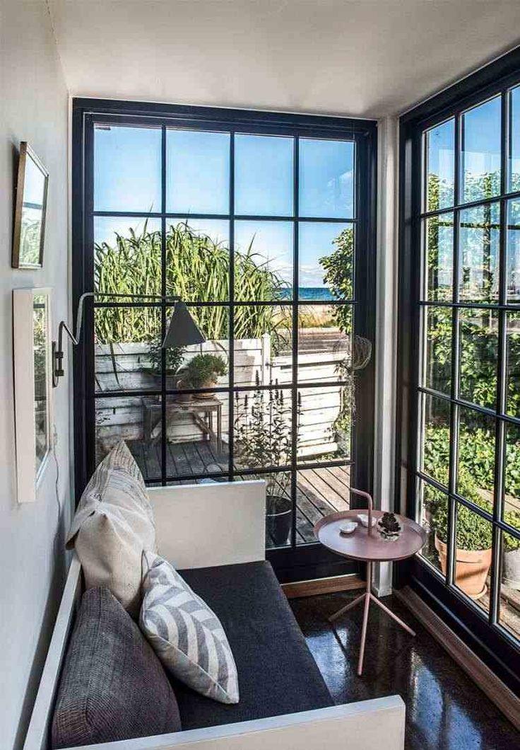 Этот красивый семейный дом построен на берегу моря и предназначен для семьи с двумя детьми