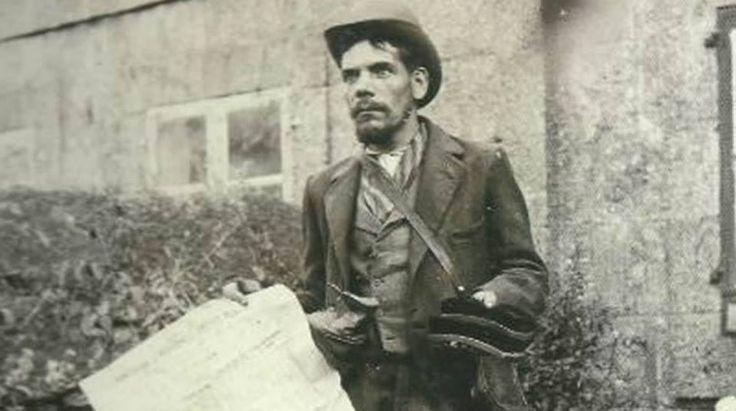 "Santiago de Compostela 1899. "" El Merlo"" , limpabotas, vendedor de periódicos e lotería. Fonte: lavozdegalicia.es Ollar Galicia"