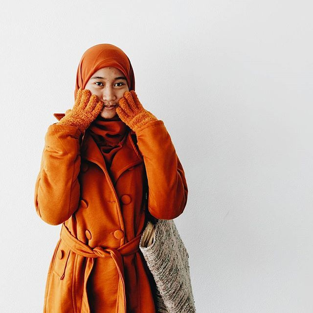 Orange winter outfit. Hijab outfit. Hijab winter inspiration. Hijab Style