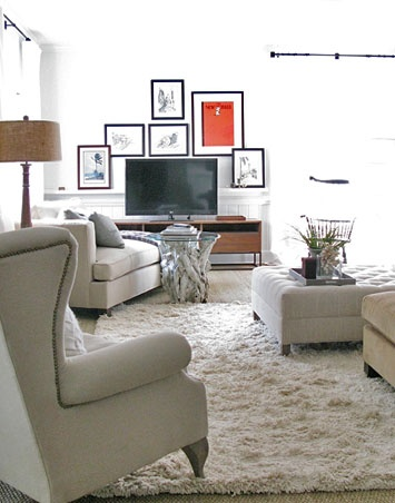 #Family Room Love the art gathered in a collage around the TV - by Lisa Sherry Interieurs