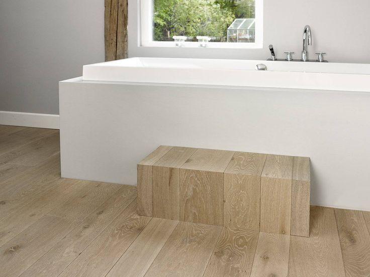 Houtambacht frans eiken plankenvloer in de badkamer uw houten vloeren parket - Badkamer houten vloer ...