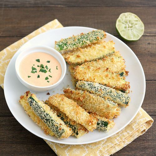 Crispy baked cheesy zucchini fries: Limes Mayo, Baked Zucchini, Baking Zucchini, Sriracha Limes, Food, Dips Sauces, Culinary Adventure, Zucchini Fries, Crispy Baking