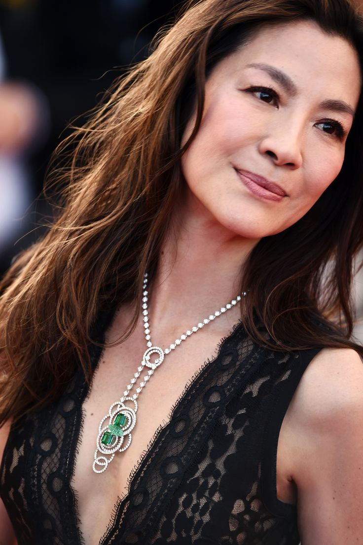 "69th Cannes International Film Festival Red Carpet / ""Julieta"" directed by Pedro Almodóvar Michelle Yeoh looked exquisite wearing an exceptional Lumières d'Eau set composed of a necklace, a bracelet and a ring in White gold, diamonds, chrysoprase and emeralds."