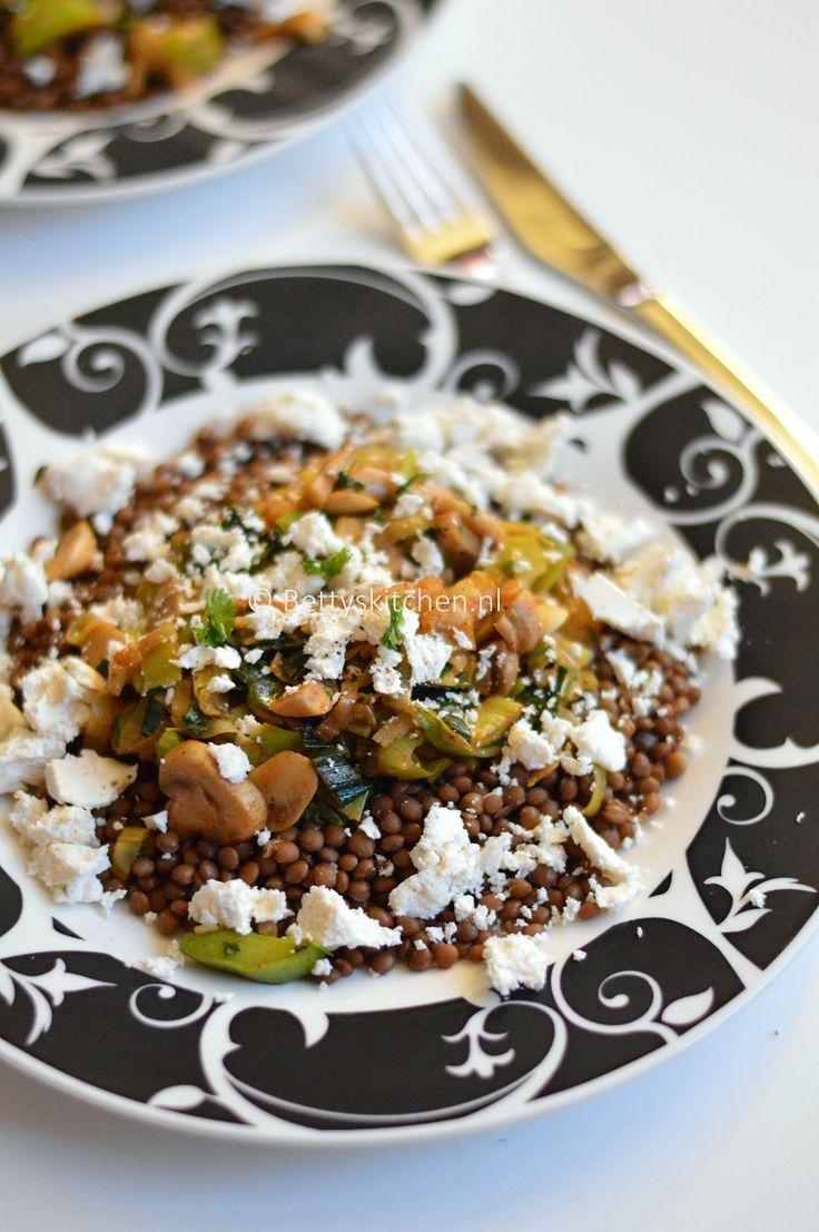 Recept: Healthy Vegetarische salade met linzen, champignons, prei en feta!