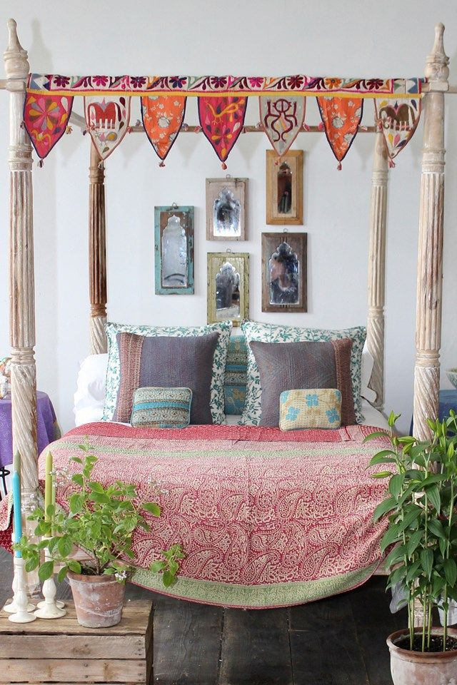 Edward Bulmer's guest bedroom in his Herefordshire house (houseandgarden.co.uk)