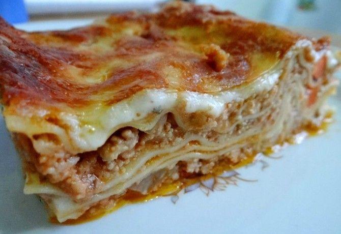 Bolognai lasagne DoGGmától recept képpel. Hozzávalók és az elkészítés részletes leírása. A bolognai lasagne doggmától elkészítési ideje: 110 perc