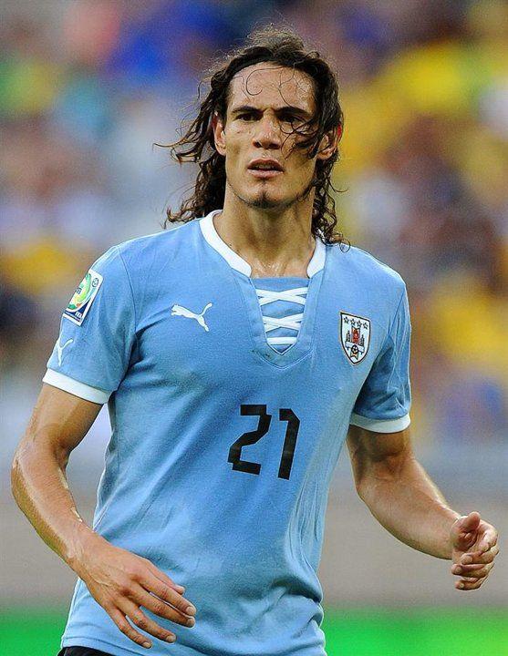 BEL45. BELO HORIZONTE (BRASIL). 26/06/2013.- El jugador de Uruguay Edinson Cavani reacciona ante Brasil durante la semifinal de la Copa Confederaciones disputado hoy, miércoles 26 de junio de 2013, en