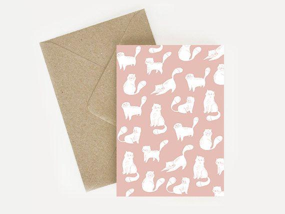 Carte postale à motif chats pour écrire de jolis petits mots attentionnés !   ⤏ Informations sur lobjet  Taille : 10x15, A4 ou A3. Matériaux : papier blanc 300gr. Objet : carte vendue à lunité avec son enveloppe kraft.  ⤏ Livraison : cet article est envoyé depuis la France par courrier. Il sera envoyé dans les 5 jours maximum suivant votre achat.  ---------------------------------------------------------------------------------------  Attention, il peut y avoir quelques variantes de couleur…