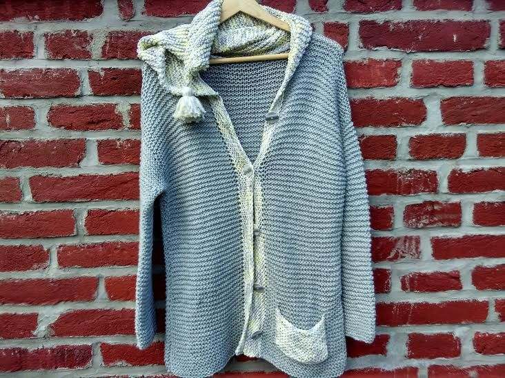 Lýdie+Ručně+pletený+svetr+z+příjemné,+jemné+ovčí+vlny+Merino,+kapuce+je+pletená+vlnou+se+složením+bavlna,+akryl.