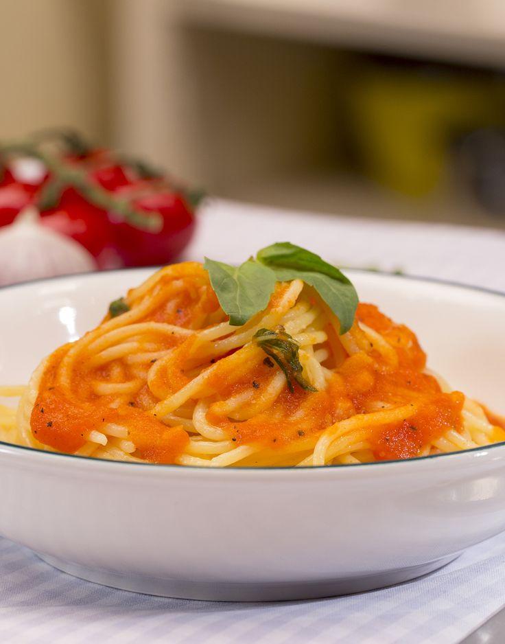 die besten 17 ideen zu italienische pasta saucen auf pinterest pasta saucen rezepte. Black Bedroom Furniture Sets. Home Design Ideas
