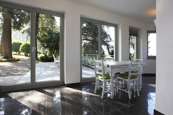 Villa d'epoca ristrutturata con finestre I30 in legno (provincia di Asti).