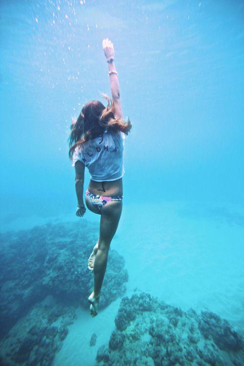 Sexy girls under water