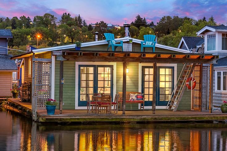 Gorgeous houseboats like this one aren't the only thing Seattle has going for…