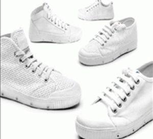 comment bien nettoyer des baskets blanches trucs astuces pinterest baskets baskets. Black Bedroom Furniture Sets. Home Design Ideas