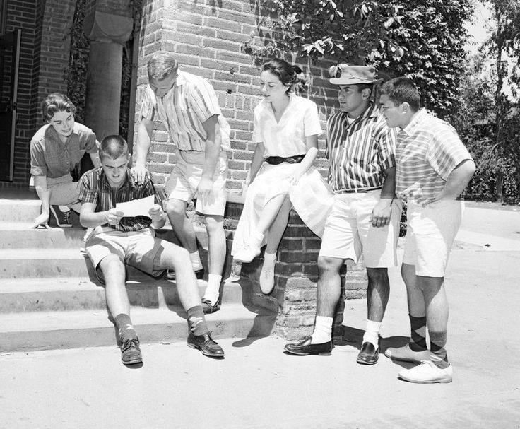 Students at Los Angeles City College gather to read about the campus ban on shorts, 1958