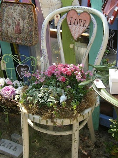 Flowers and Gardens: It's a chair planter in the garden! Mammabellarte's blog. It's lovely! Do check it out!!