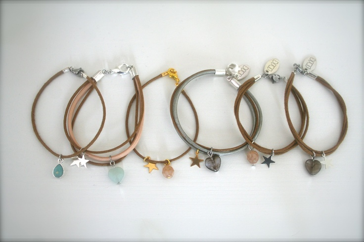 Zomer gevoel!!    Mooie armbanden van waxkoord met fraaie bedels!!      www.facebook.com/sieradenlijn.inis