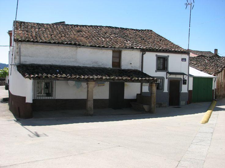 Linda casa con terraza a las afueras de Oliva de Plasencia, muy cerca del Albergue de la Vía de la Plata.