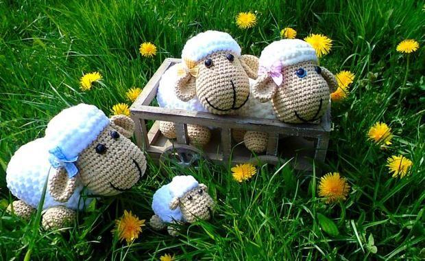 Ovečky pre detičky:) Na hranie aj dekoráciu, jedna krajšia ako druhá. Kto by netúžil po takomto milo stáde?:))) Autorka: Sissi   háčkovanie, hračky, ovca, ovce, ovečky   Artmama.sk