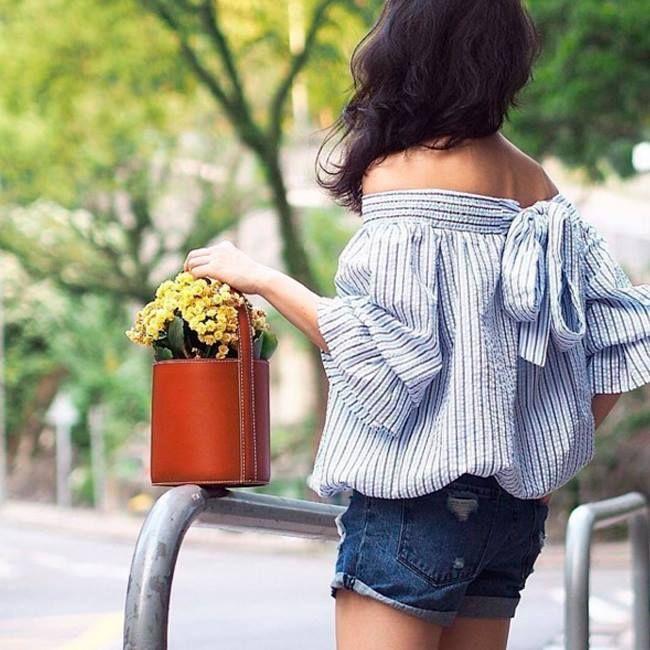 Смешение стилей зачастую бывает очень эффектно. Женственная блуза и джинсовые шорты с подворотами вместе создают яркий образ. Приходите в JiST, мы вам поможем достойно подготовиться к лету. #мода #стиль #тренды #джинсы #модно #стильно
