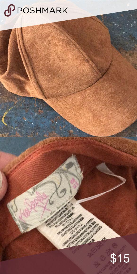 Ladies baseball cap 🧢 Free people nutmeg suede baseball cap   Worn only few times ... like new 🎄 free people Accessories Hats