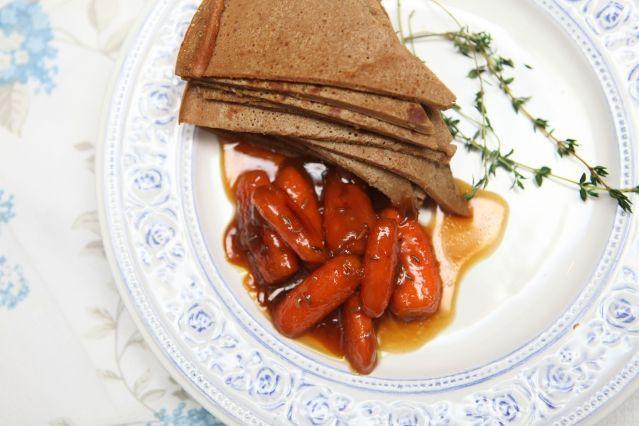 Вряд ли найдется человек, ни разу не пробовавший торт из печеночных блинов. Предлагаем вам немного отойти от традиций - сегодня печем блины из куриной печени и подаем с карамелизированной морковью. #ilovecooking #pancakes
