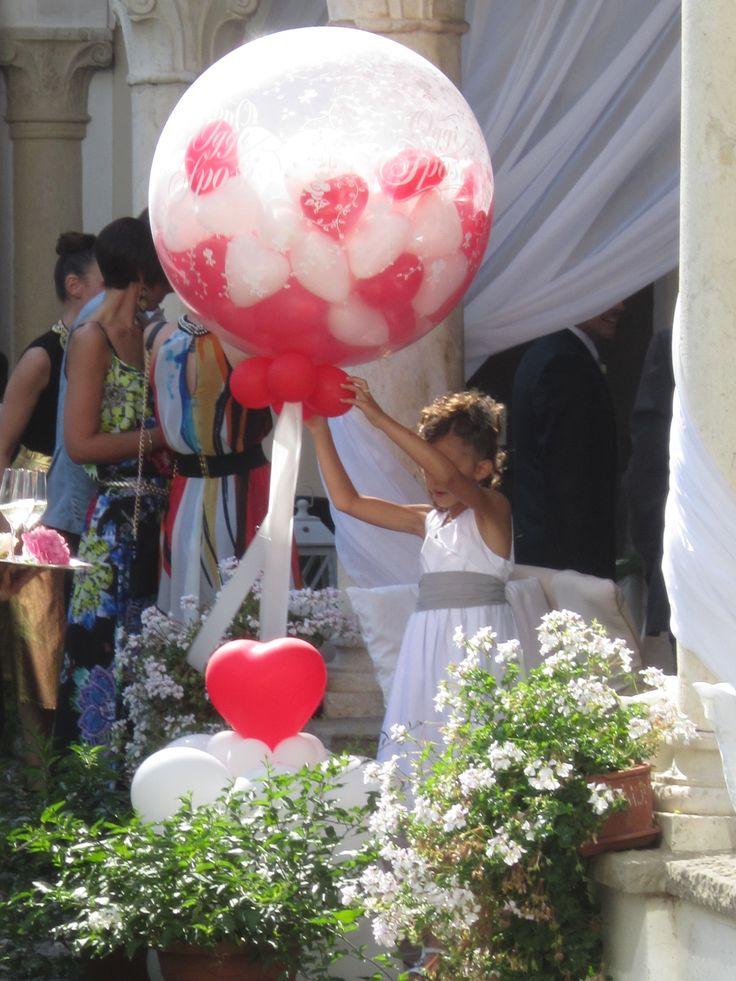 Pronti per il lancio dei palloncini dal #chiostro #castellodegliangeli #cuori #rossi e #bianchi
