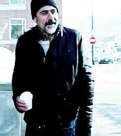 Jeffrey Dean Morgan in the last episode of Shameless season 4 - they have changed the character and recast :(:(:(:( Who else can carry off this look?? <3<3<3<3<3