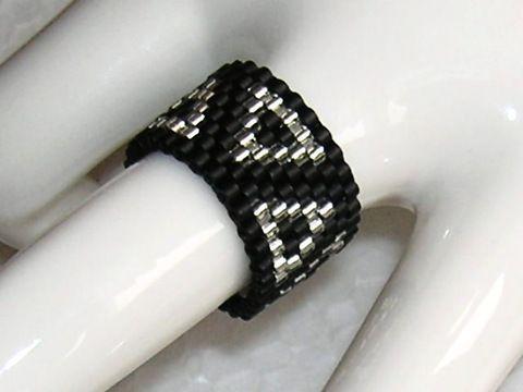 Peyote Ring*Dreieck* by veronika-shop, Schöner Ring wurde:  -mit Dreieckmuster im Peyote-Stich aus Delica gefädelt,   Gerne fertige ich diesen ...