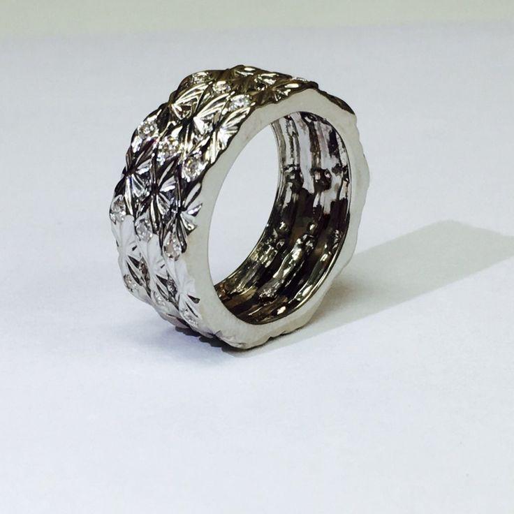 18k white gold and diamond bandring bulgari style 5