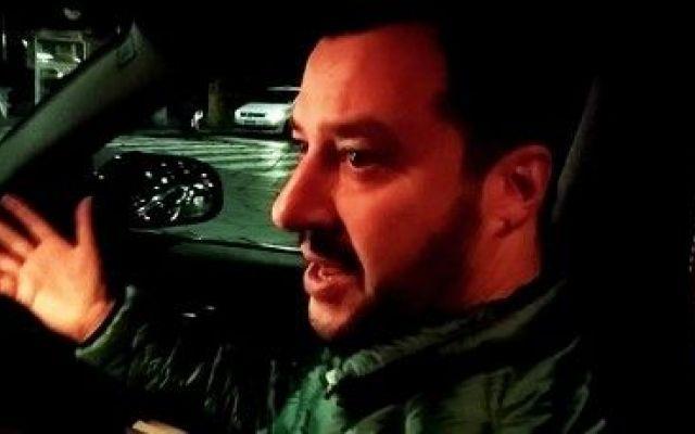 In auto nelle vie di Milano con Salvini, tra  carceri che scoppiano e allarme terrorismo Sull'auto del leader leghista che parla della difficile condizione degli istituti di pena, del velo islamico, del pericolo attentati e del Natale. Nuova intervista on the road de ilComizio.it. Quest #salvini #terrosismo #milano #carceri #islam