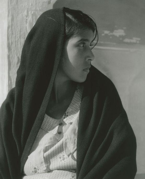 http://leclownlyrique.files.wordpress.com/2012/04/paul-strand-woman-of-alvarado-veracruz-1933.jpg