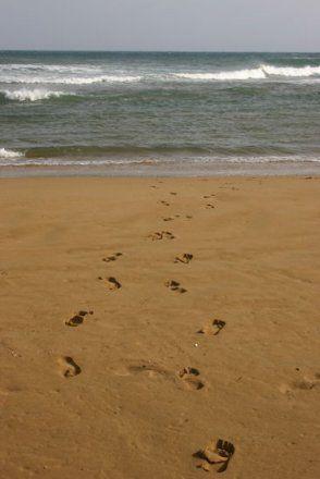 Voetstappen in het zand..