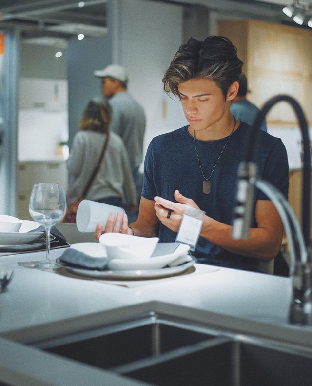 Take me to the best restaurant of the world with DYLAN JORDAN please