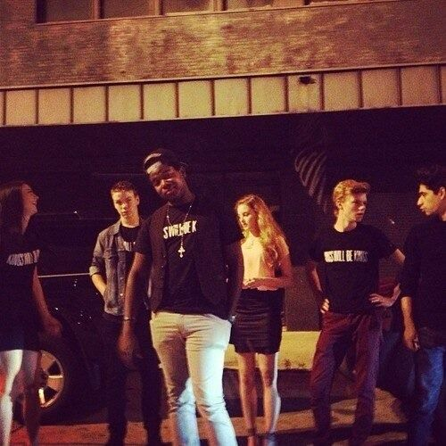 The Maze Runner cast in their Kings Will Be Kings shirts<<aw someone's lookin a little sassy!