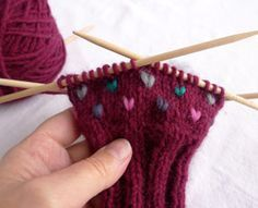 How Insert Thrums in Your Knitting - How To - Knitting Daily