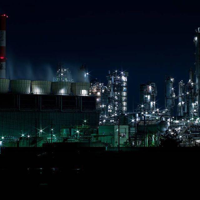 Instagram【hiromi_y_jpn】さんの写真をピンしています。 《二ヶ月ぶりの工場夜景へ  #longtimeexposure #長時間露光 #nightview #plant #lights #夜景 #工場 #四日市 #三重県 #pentax #SLRcamera #primelens #oldlens #pentaxA50mm #pentaxA50mmmacro #macro #digitalSLRcamera #k20d #japan #ペンタックス #デジイチ #デジタル一眼レフカメラ #デジタル一眼レフ #単焦点 #単焦点レンズ #50mmマクロ》