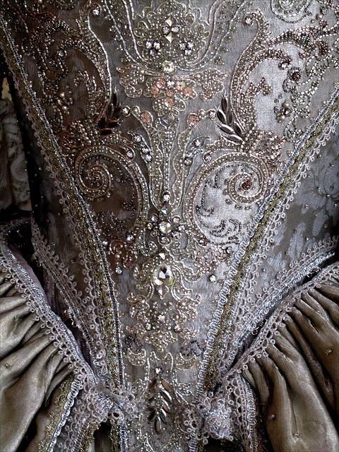 Villarceaux -17th century dress detail by Olivier Henry