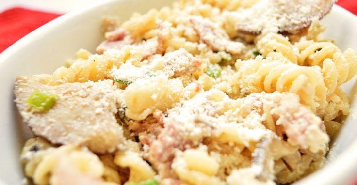 Esta es una variante de pasta comparada con los mas tradicionales.  La combinación de queso ricota, parmesano y los vegetales le ofrece al comensal una exquisita degustación de sabores.  El plato e...
