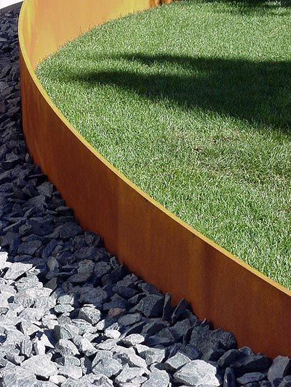 Corten steel acier corten en bordure de s paration superbe for Bordure jardin metallique