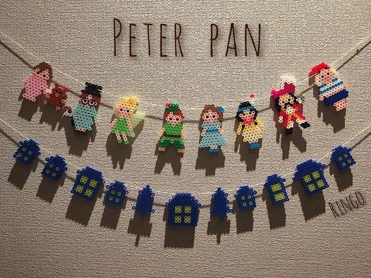 1つ前の投稿に使ったピーターパン。 .  実は、作ったものは大体人にあげてしまう私が、めずらしく手元に残している作品なんです(❃´◡`❃). .  子供の頃大好きなお話だったし、キャラクターの表現がうまく出来たなと思って、とてもお気に入りなんです。 .  今日ふと、「あ、そうだ、サンタさんガーランドから夜の家々を拝借して並べたら可愛いかも♡」と思って並べてみました。 .  ついでに、ダウンライトの場所に飾って影が出るように… . . うん!素敵(⑅˃◡˂⑅)♡ . . お気に入りの子達なので、それぞれのキャラクターのアップも、. 投稿しちゃおうかな(*˘︶˘*).。.:*♡ . .  #アイロンビーズ #パーラービーズ #ハマビーズ #ハンドメイド #ピーターパン #ウェンディ #ティンカーベル #ジョン #マイケル #タイガーリリー #フック船長 #ミスタースミー #PAN #perlerbeads #hamabeads #pixelart #handmade #peterpan #tinkerbell #wendy #John #michael #tigerlily…