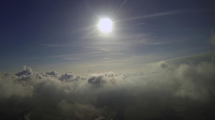 Paramoteur jouant dans les nuages  #paramoteur,#paramotor