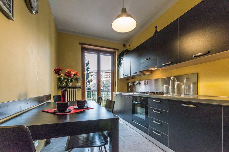 Home Staging di un appartamento semi-arredato in vendita a Venaria (Torino). Cucina. (12/2015)