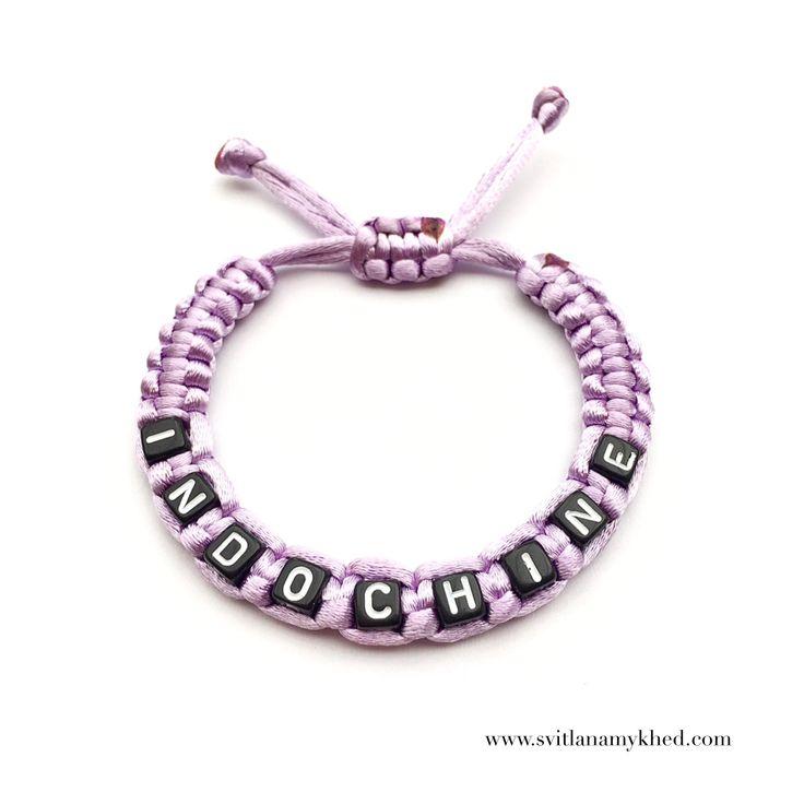 """Bracelet """"INDOCHINE"""" (réversible, personnalisable) homme, femme, enfant, bébé    Fermeture coulissante. Convient à tous les poignets! lettres acryliques 6X6mm  Bracelet tissé avec un fil de satin 2mm. de diamètre (couleur au choix)  Ce bracelet ne craint pas l'eau.  Vous pouvez toujours le garder sur le poignet (douche, piscine, vaisselles....)   Bracelet est personnalisable!!!"""