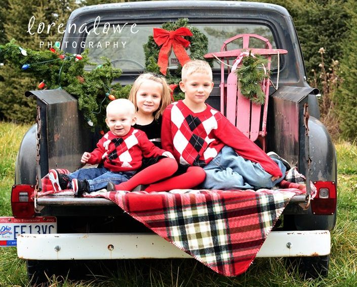I 39 d love to a christmas mini session using an old truck for Car picture ideas